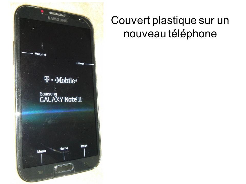 Couvert plastique sur un nouveau téléphone