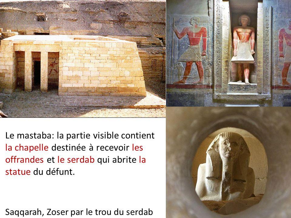 Le mastaba: la partie visible contient la chapelle destinée à recevoir les offrandes et le serdab qui abrite la statue du défunt. Saqqarah, Zoser par