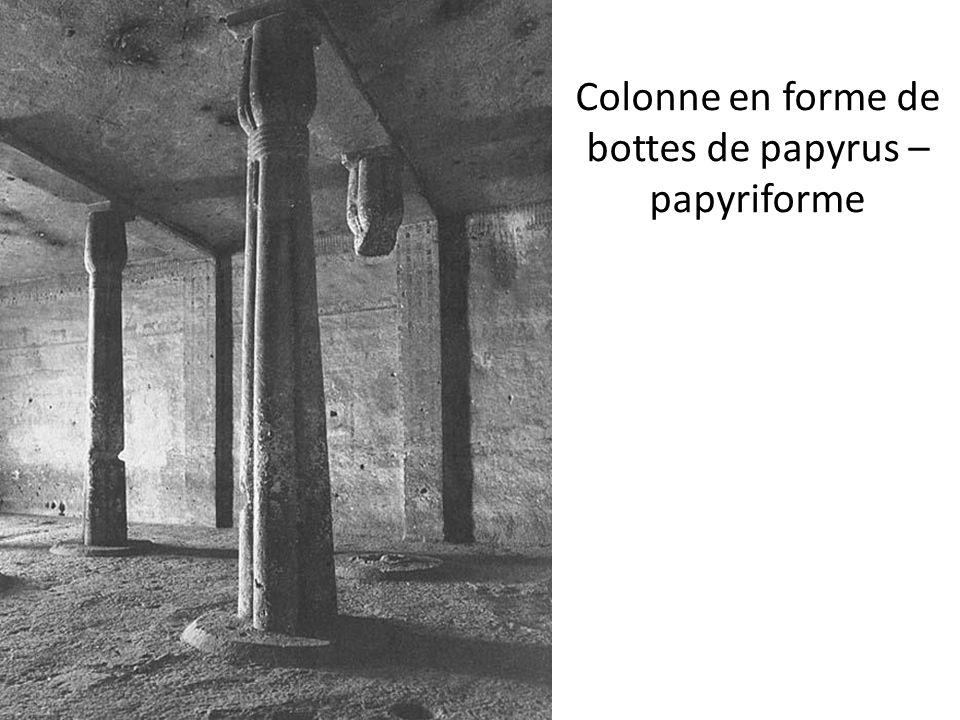 Colonne en forme de bottes de papyrus – papyriforme