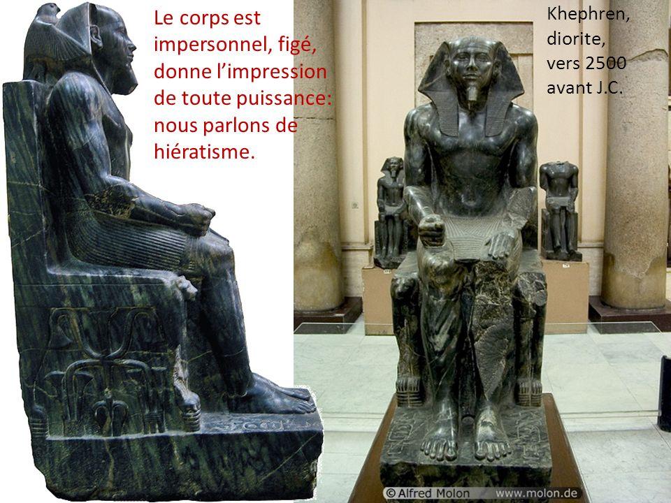 Khephren, diorite, vers 2500 avant J.C. Le corps est impersonnel, figé, donne limpression de toute puissance: nous parlons de hiératisme.