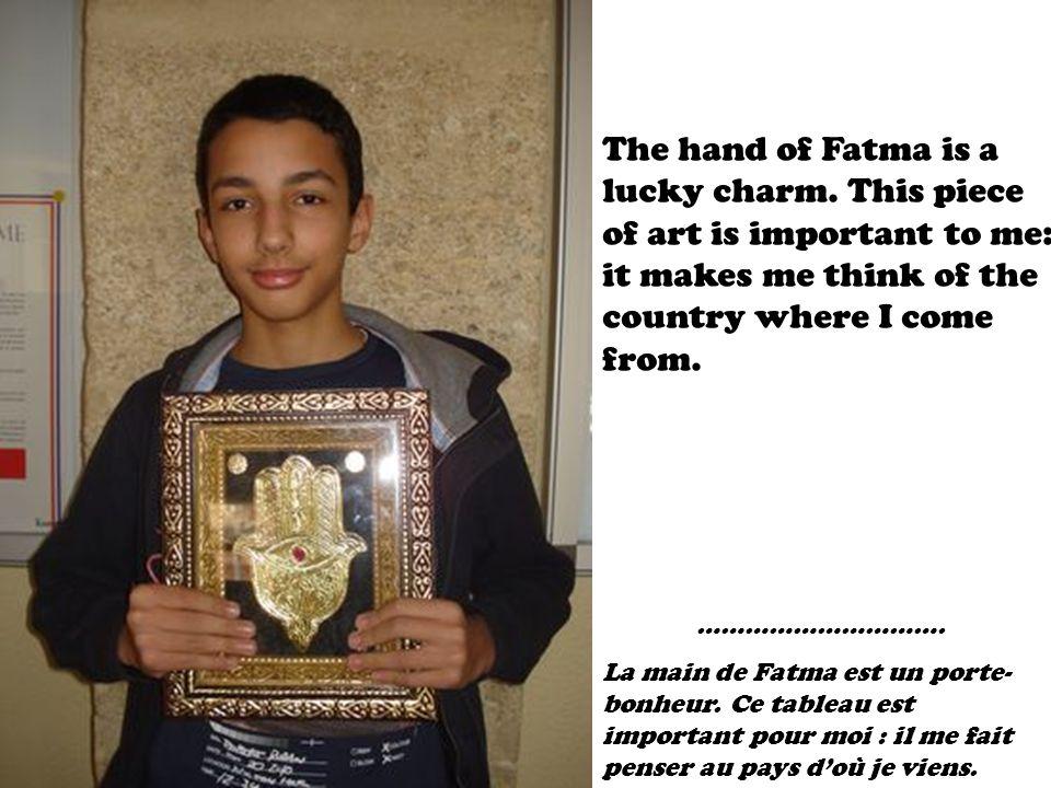 …………………………. La main de Fatma est un porte- bonheur.