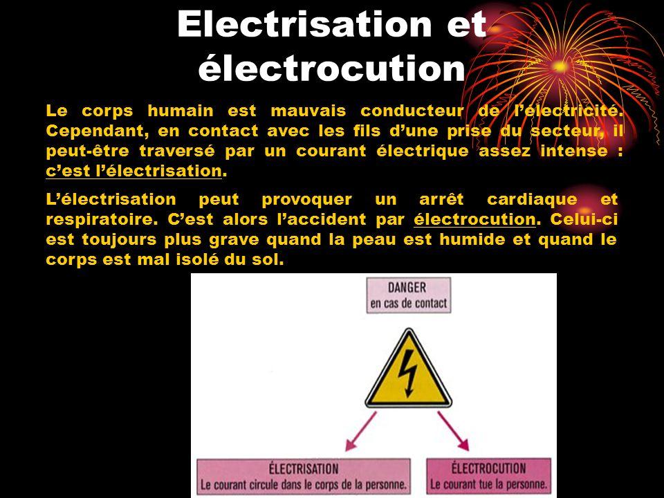 Electrisation et électrocution Le corps humain est mauvais conducteur de lélectricité. Cependant, en contact avec les fils dune prise du secteur, il p