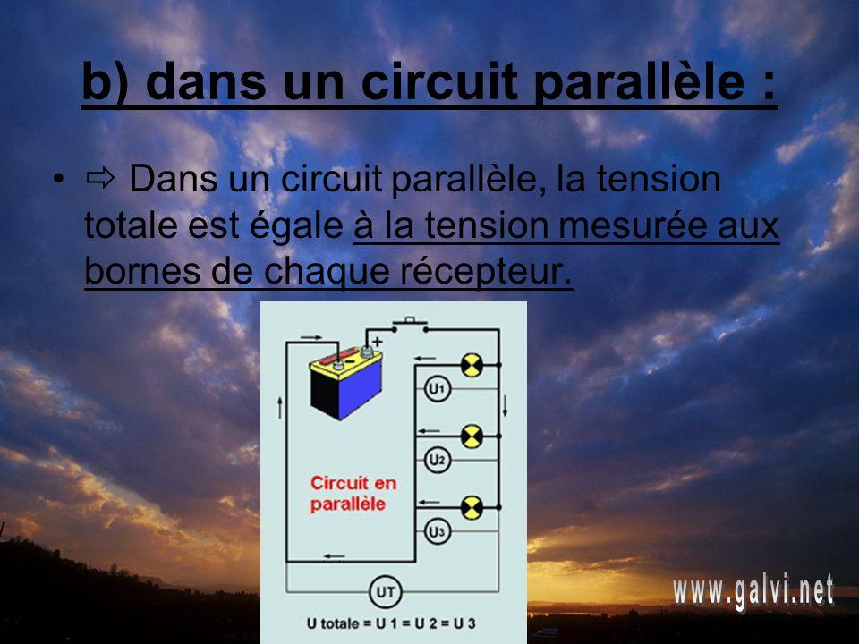 b) dans un circuit parallèle : Dans un circuit parallèle, la tension totale est égale à la tension mesurée aux bornes de chaque récepteur.