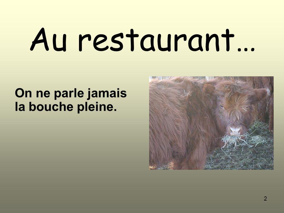 2 Au restaurant… On ne parle jamais la bouche pleine.