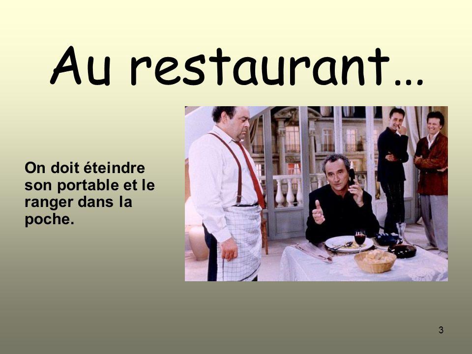 3 Au restaurant… On doit éteindre son portable et le ranger dans la poche.