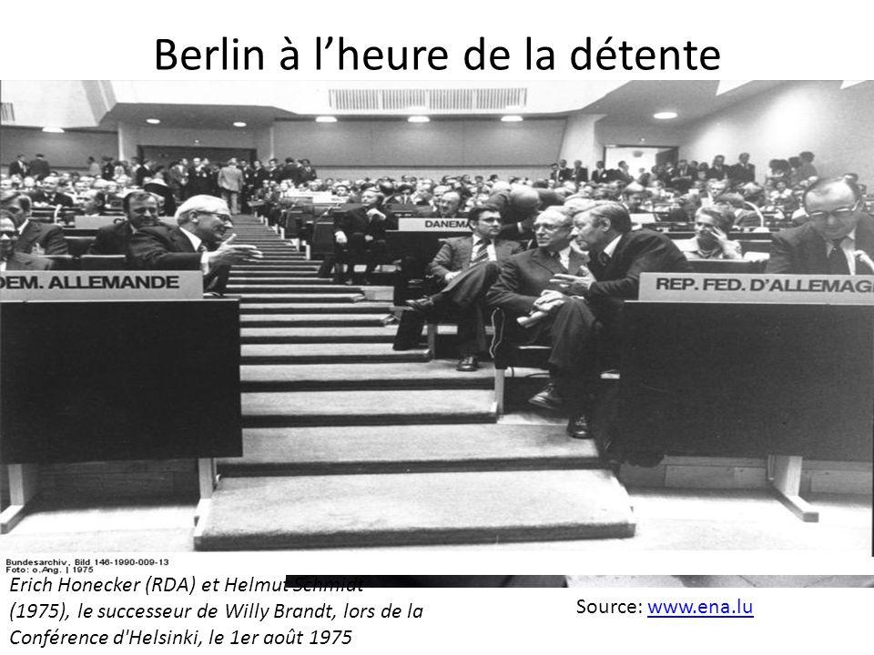 Berlin à lheure de la détente Source: www.ena.lu www.ena.lu Le chancelier Willy Brandt à Varsovie, 7/12/1970, face au mémorial du ghetto juif Erich Ho