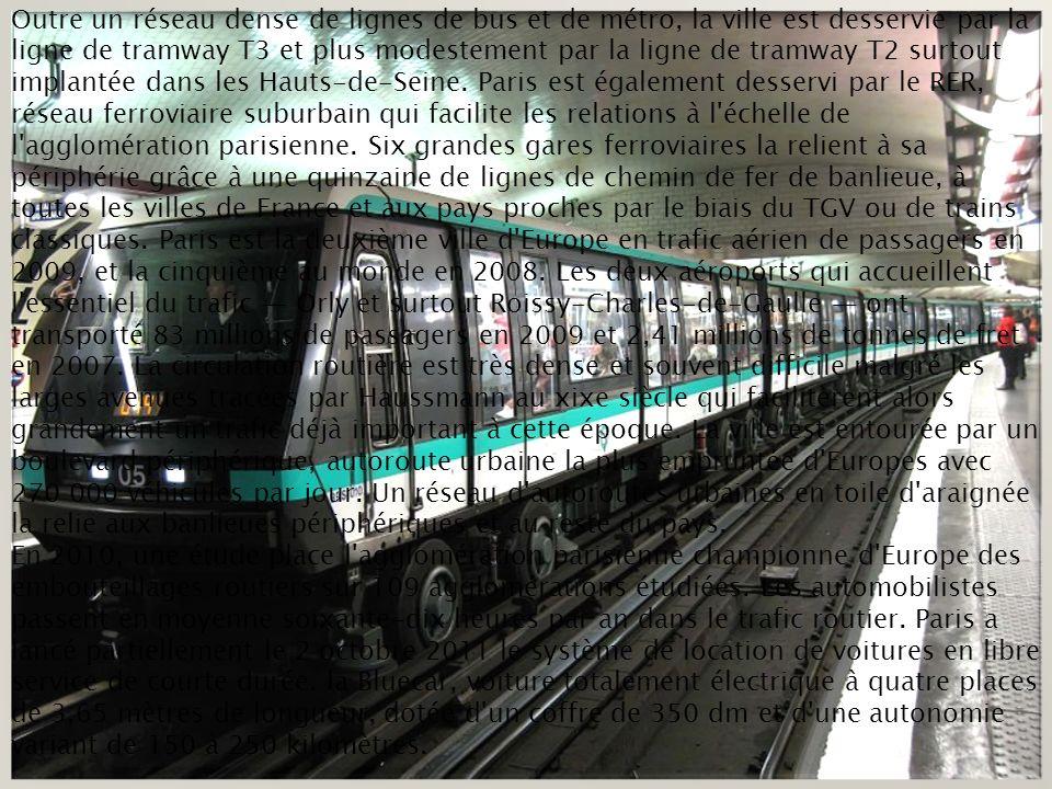 Outre un réseau dense de lignes de bus et de métro, la ville est desservie par la ligne de tramway T3 et plus modestement par la ligne de tramway T2 surtout implantée dans les Hauts-de-Seine.