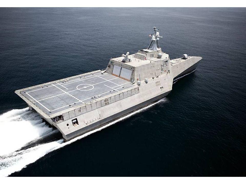 Remarquez ce pont pour hélicoptère pouvant recevoir un CH-53. Ce pont était le rêve des hommes de SURFPAC de par sa grandeur et sa capacité de storage