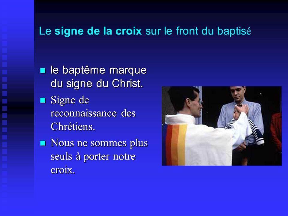 Le signe de la croix sur le front du baptis é le baptême marque du signe du Christ. le baptême marque du signe du Christ. Signe de reconnaissance des