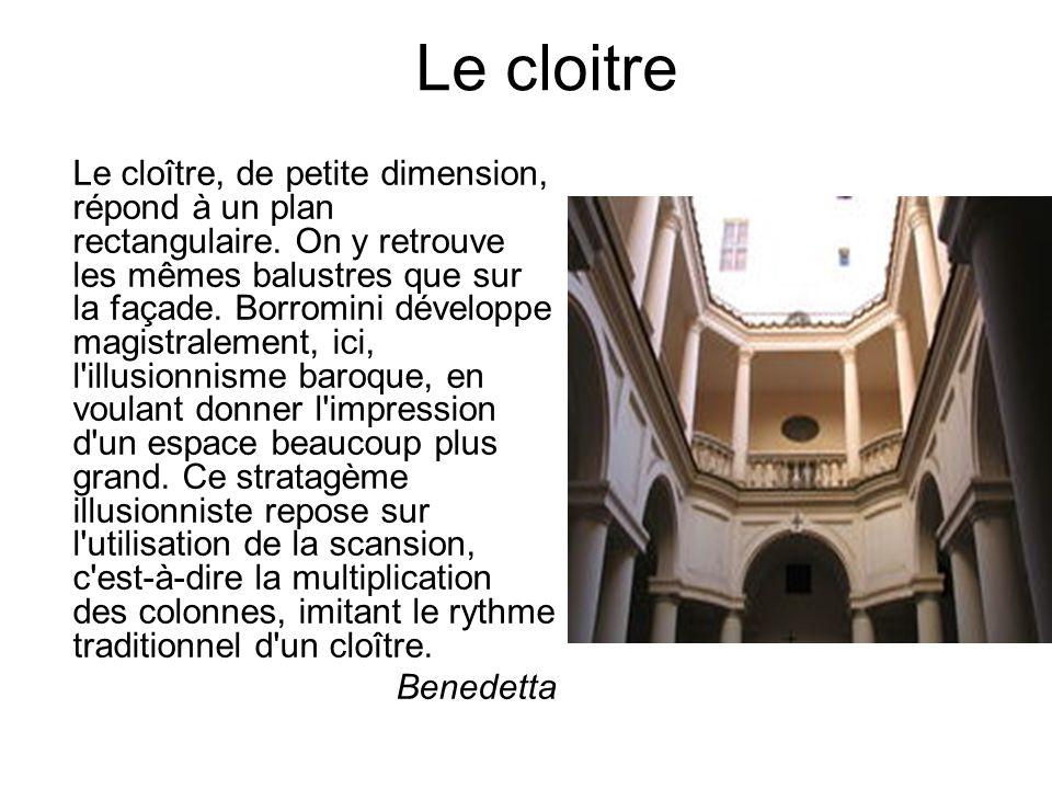 Le cloître, de petite dimension, répond à un plan rectangulaire. On y retrouve les mêmes balustres que sur la façade. Borromini développe magistraleme