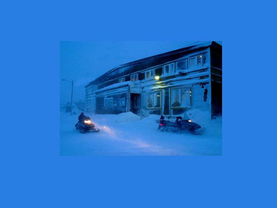 Une scène familière à Montréal; la poudrerie et la tempête qui paralysent tout.