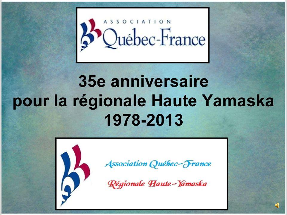 Nous sommes au restaurant Le Balzac, le 2 novembre 2013 Claire anime la soirée afin de souligner les 35 ans de la régionale Haute-Yamaska de lassociation Québec-France.