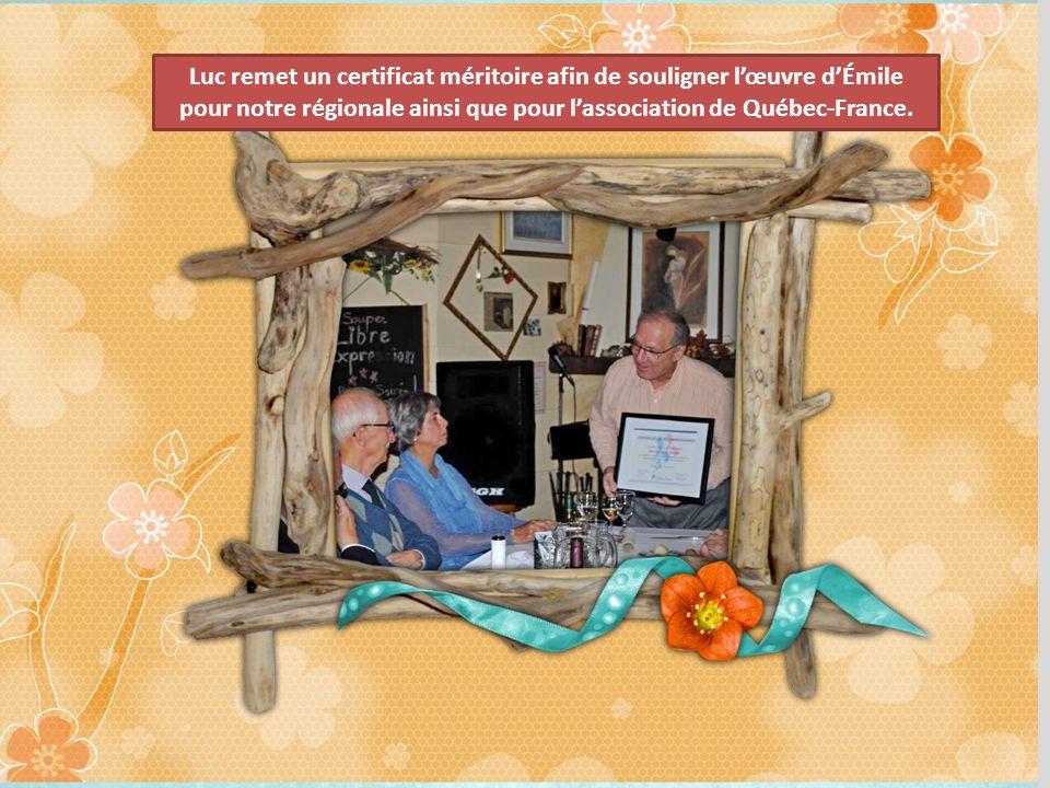Luc remet un certificat méritoire afin de souligner lœuvre dÉmile pour notre régionale ainsi que pour lassociation de Québec-France.