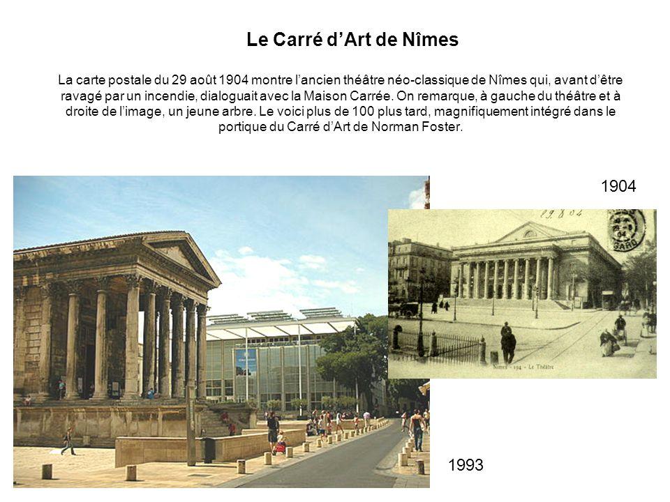 La carte postale du 29 août 1904 montre lancien théâtre néo-classique de Nîmes qui, avant dêtre ravagé par un incendie, dialoguait avec la Maison Carr