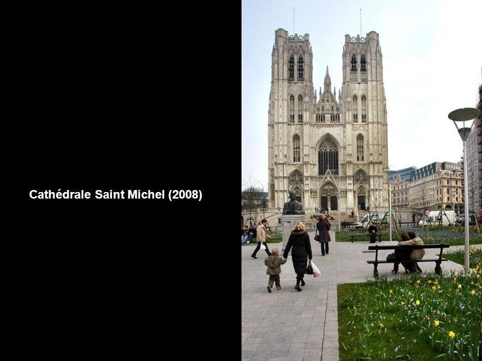 Cathédrale Saint-Michel et rue Sainte Gudule (vers 1900) La rue Sainte Gudule, qui offrait une perspective exceptionnelle sur la Cathédrale, fut entiè
