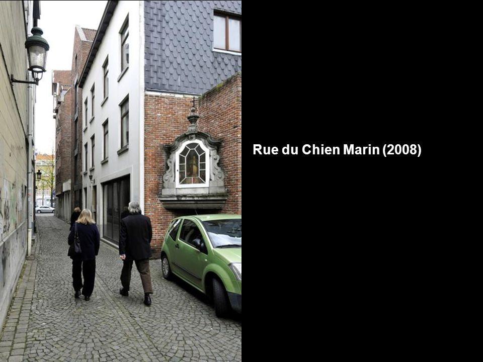 Rue du Chien Marin (1949) Déjà citée en 1559, la rue du Chien Marin relie la rue de Flandre au Quai aux Briques. D'où vient cette appellation de