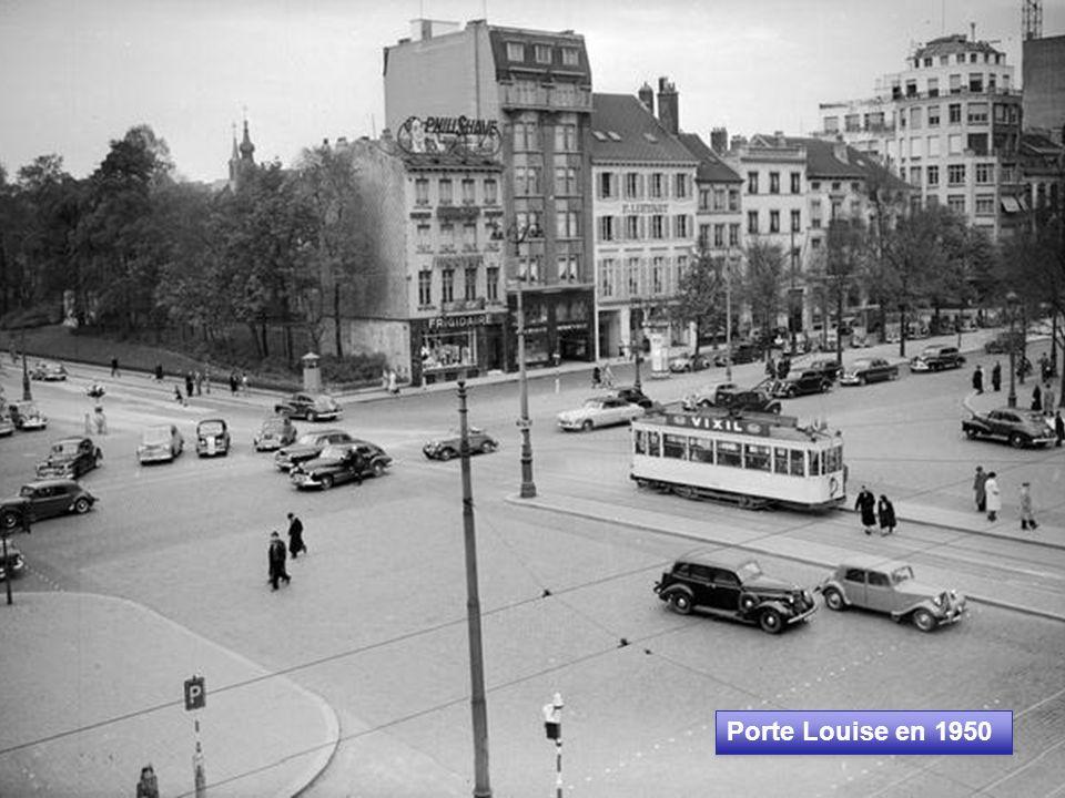 Cathédrale Saint-Michel et rue Sainte Gudule (vers 1900) La rue Sainte Gudule, qui offrait une perspective exceptionnelle sur la Cathédrale, fut entièrement détruite en 1948 pour la construction de la jonction Nord-Midi.