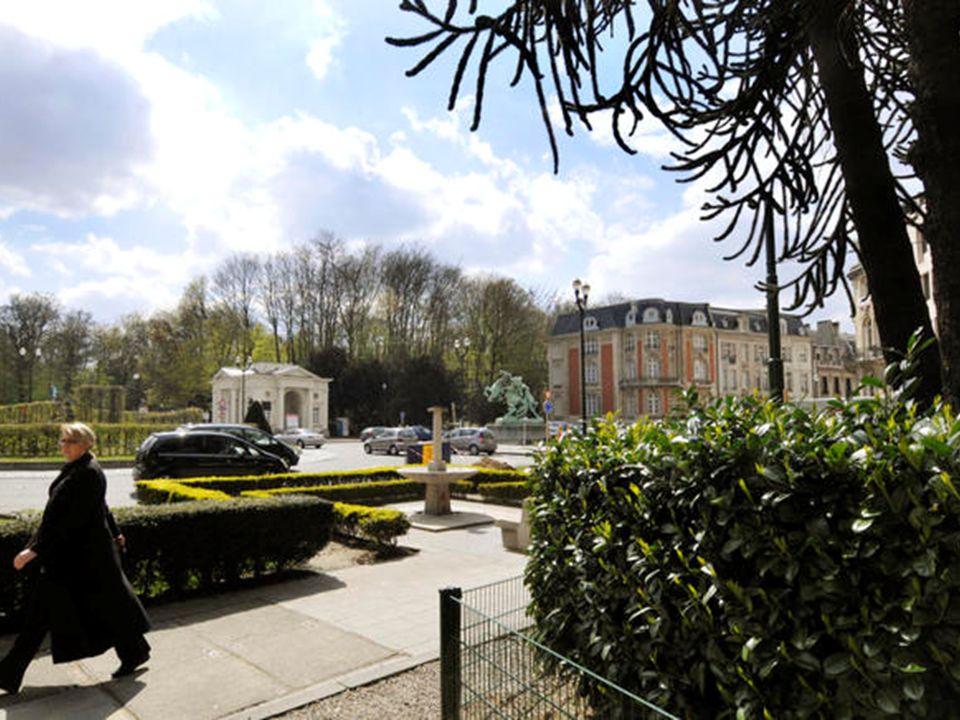 Entrée du bois de la Cambre (1896) Annexé au territoire de la ville de Bruxelles par la loi du 21 avril 1864, le Bois (124 ha) fait partie de l'orée d