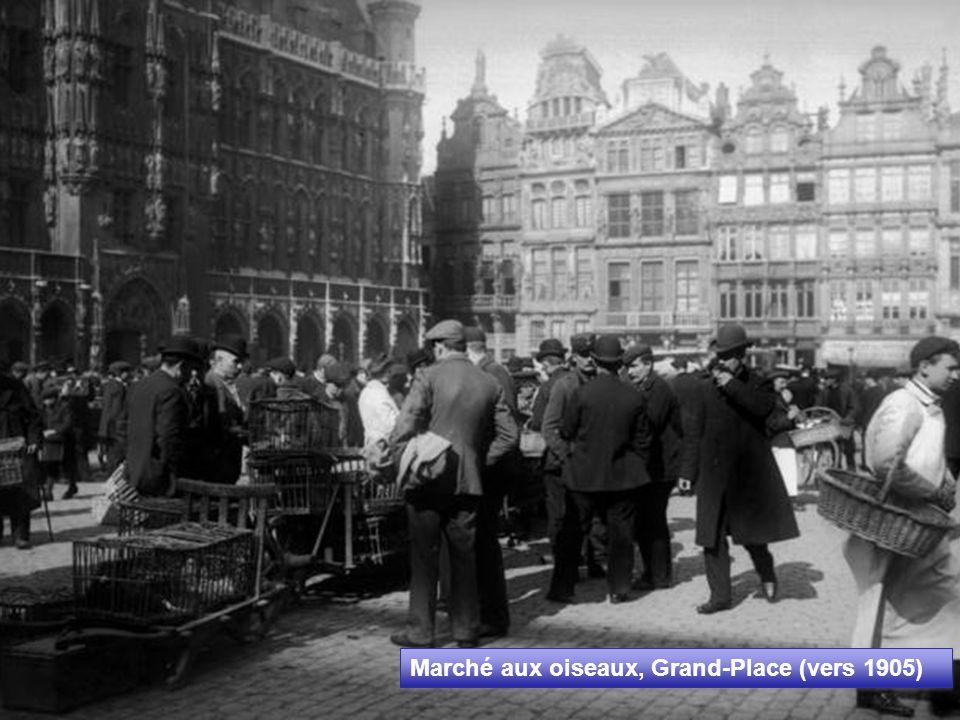 Halles de la Place Saint Géry (1890) Construction décrétée le 15 mars 1871 et terminée en 1874, à l emplacement de l église rasée à la fin du XVIIIe par les révolutionnaires français.