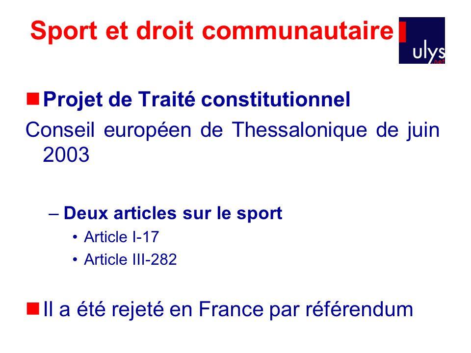 Sport et droit communautaire Projet de Traité constitutionnel Conseil européen de Thessalonique de juin 2003 –Deux articles sur le sport Article I-17