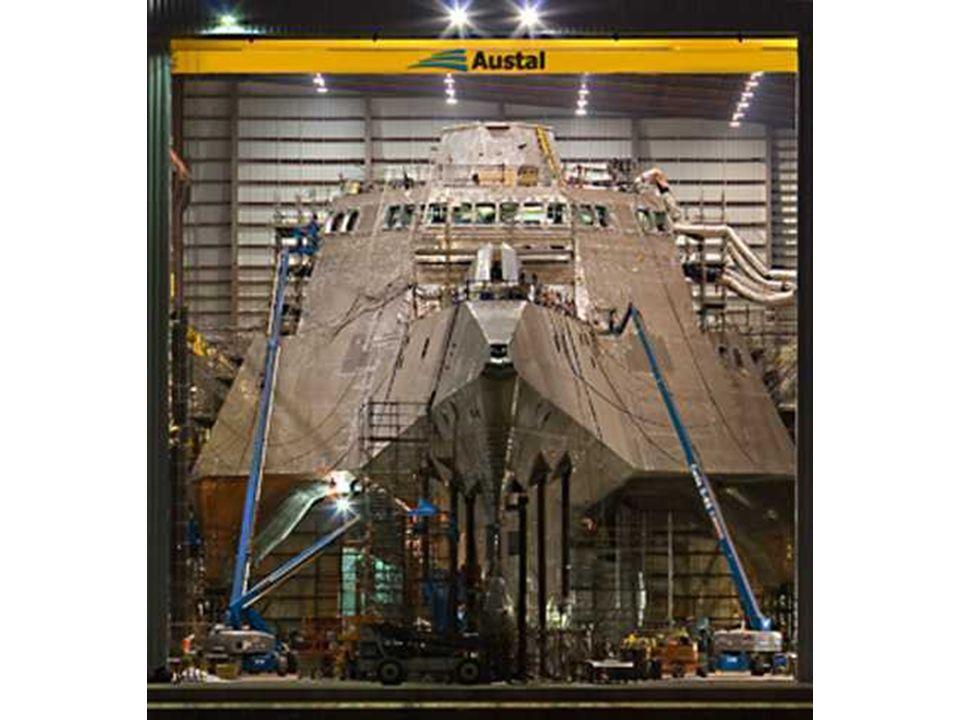 Quelques uns de ceux-ci pourraient chasser les pirates de la côte africaine… Cest le USS Independence LCS-2. Cest un montre à triple coques darmes off