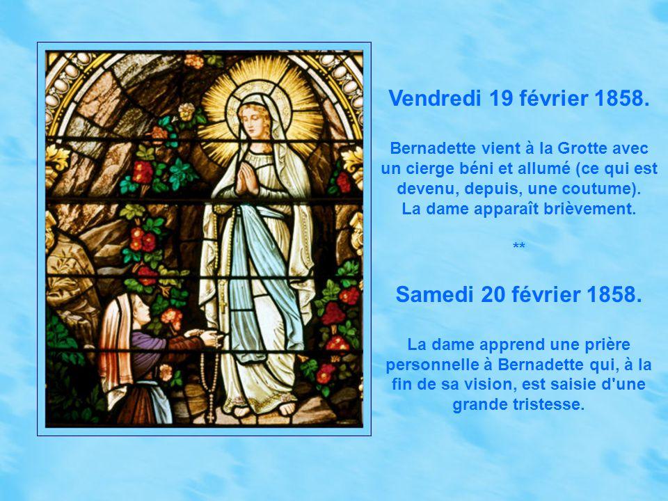 La reconnaissance des apparitions par l Église Le 28 juillet 1858, soit douze jours seulement après la dernière apparition, Mgr Laurence, évêque de Tarbes, réunit une commission d enquête destinée à établir le crédit que l Église doit apporter aux affirmations de Bernadette Soubirous.