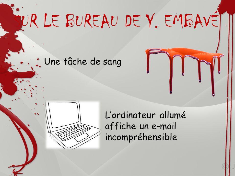 Une tâche de sang Lordinateur allumé affiche un e-mail incompréhensible