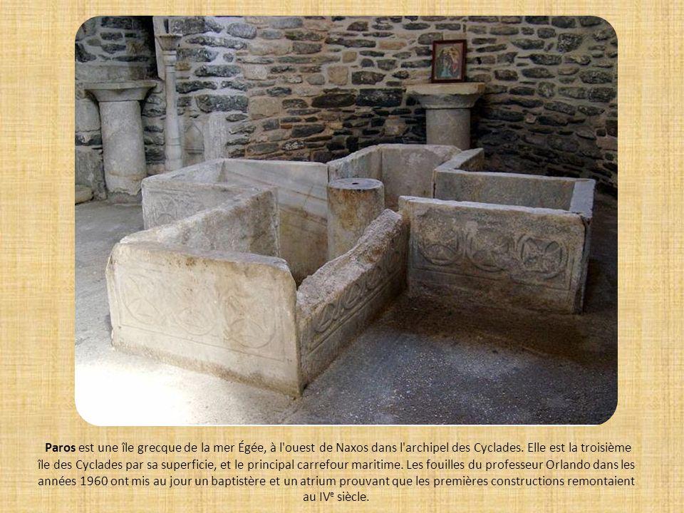Les premiers baptistères jusquà lépoque paléochrétienne ( Ici ) montrent que la cérémonie se pratiquait par « immersion » du baptisé dans leau.