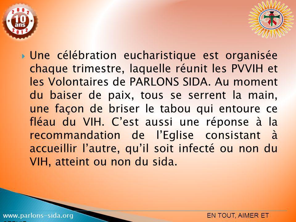 Une célébration eucharistique est organisée chaque trimestre, laquelle réunit les PVVIH et les Volontaires de PARLONS SIDA. Au moment du baiser de pai