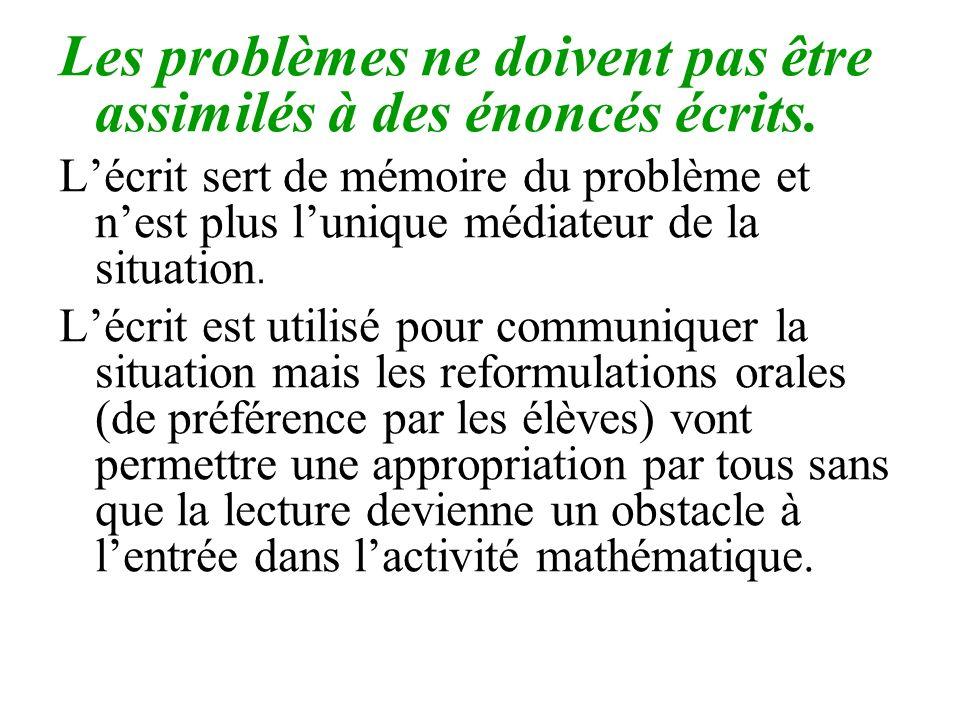 Les problèmes ne doivent pas être assimilés à des énoncés écrits. Lécrit sert de mémoire du problème et nest plus lunique médiateur de la situation. L