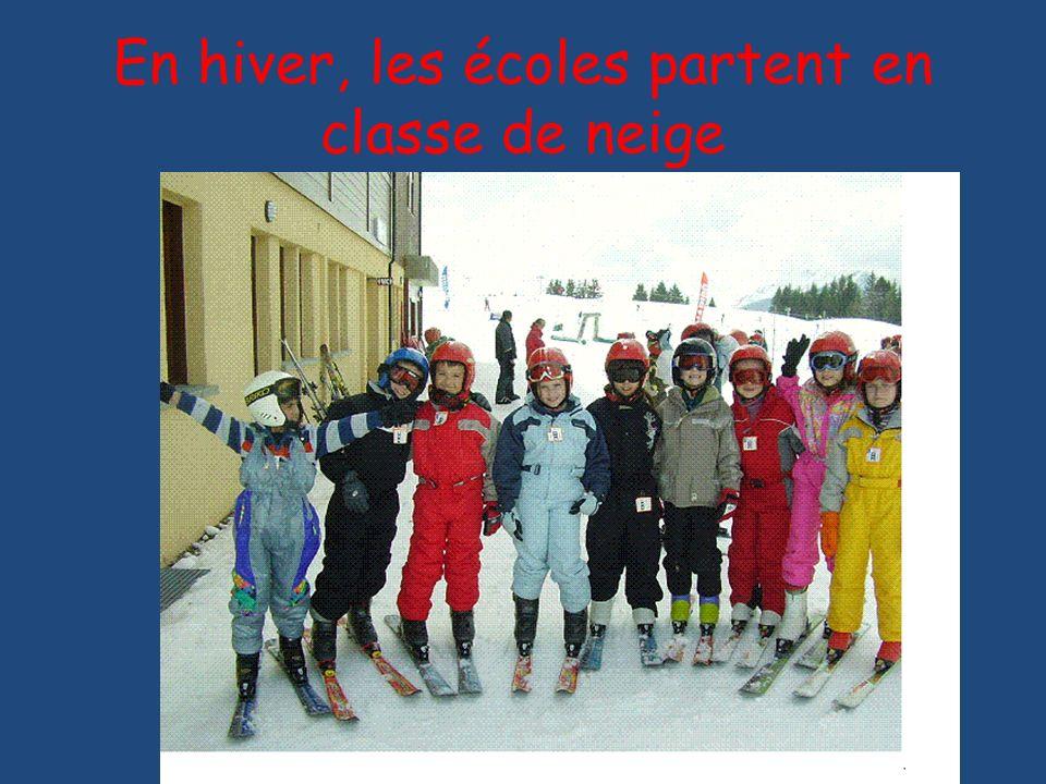 En hiver, les écoles partent en classe de neige