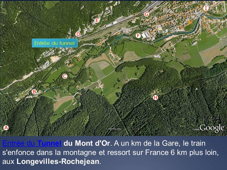 Entrée du TunnelEntrée du Tunnel du Mont d'Or. A un km de la Gare, le train s'enfonce dans la montagne et ressort sur France 6 km plus loin, aux Longe