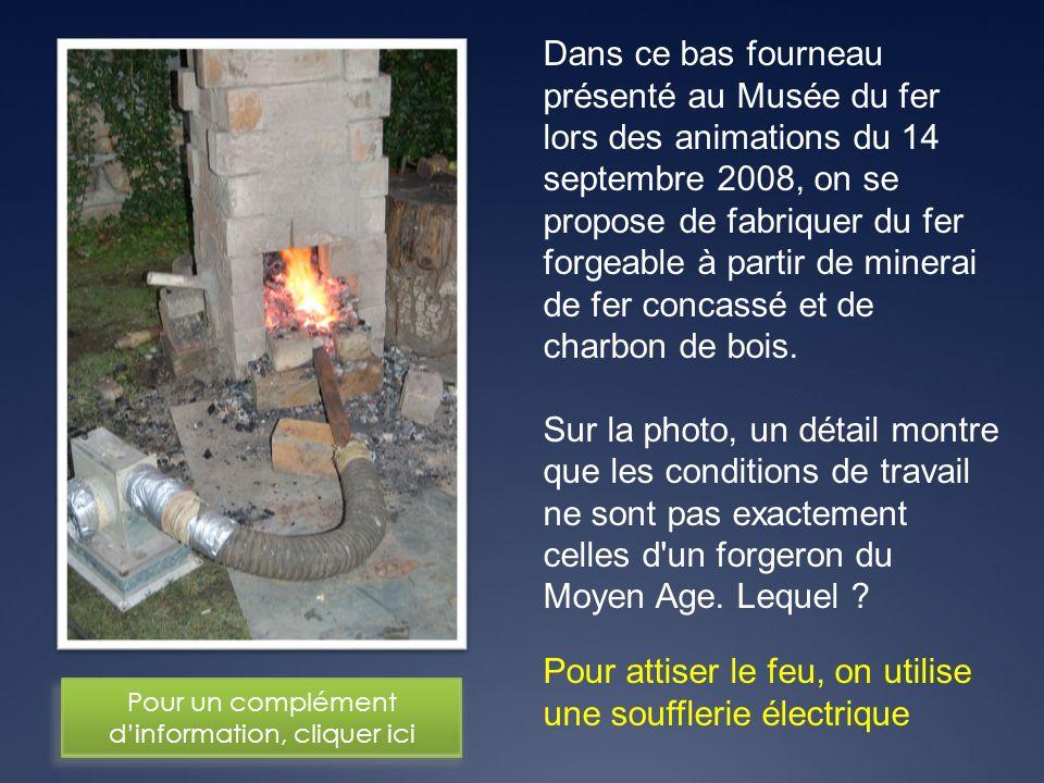 Pour attiser le feu, on utilise une soufflerie électrique Dans ce bas fourneau présenté au Musée du fer lors des animations du 14 septembre 2008, on s