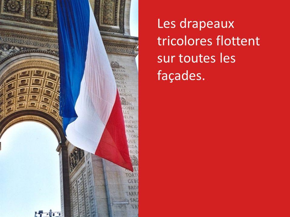 Les drapeaux tricolores flottent sur toutes les façades.