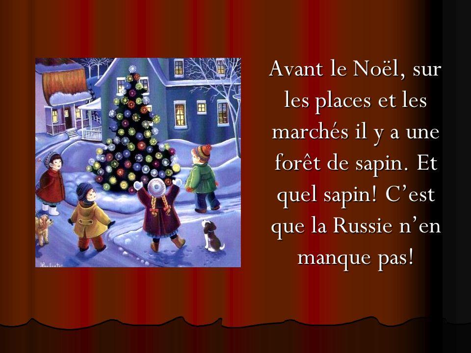 Avant le Noël, sur les places et les marchés il y a une forêt de sapin.