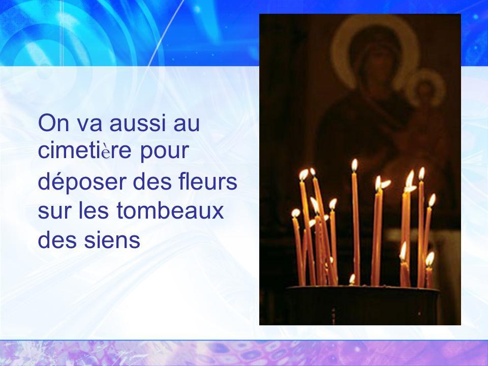 è On va aussi au cimeti è re pour déposer des fleurs sur les tombeaux des siens
