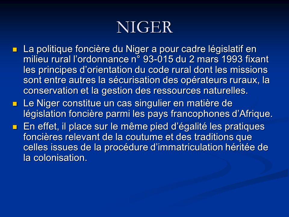 NIGER La politique foncière du Niger a pour cadre législatif en milieu rural lordonnance n° 93-015 du 2 mars 1993 fixant les principes dorientation du code rural dont les missions sont entre autres la sécurisation des opérateurs ruraux, la conservation et la gestion des ressources naturelles.