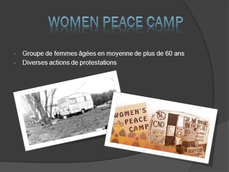 Groupe de femmes âgées en moyenne de plus de 60 ans Diverses actions de protestations