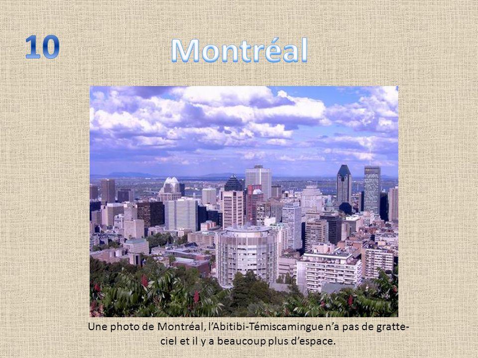 Une photo de Montréal, lAbitibi-Témiscamingue na pas de gratte- ciel et il y a beaucoup plus despace.