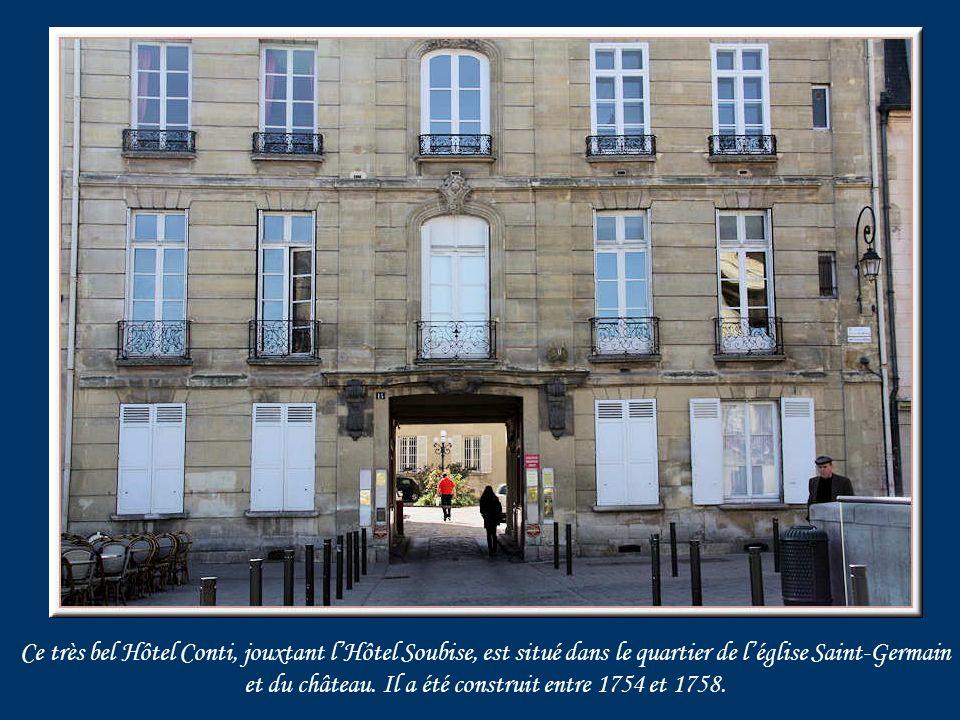 A gauche, lHôtel de Soubise et ci-dessus lHôtel de Mademoiselle.