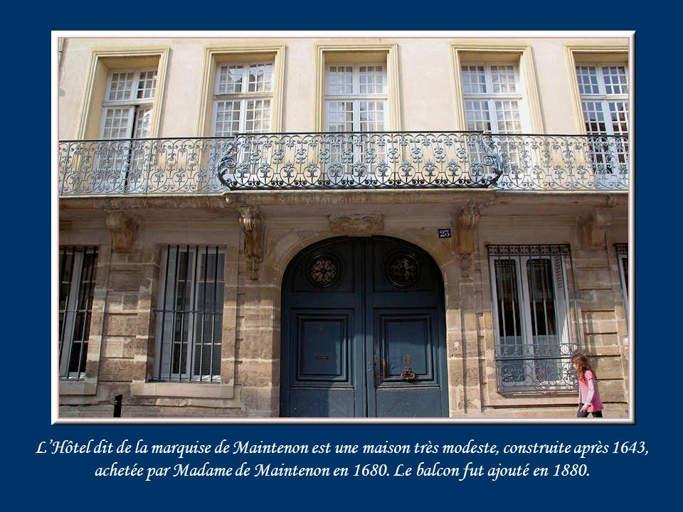 Ce très bel Hôtel Conti, jouxtant lHôtel Soubise, est situé dans le quartier de léglise Saint-Germain et du château.