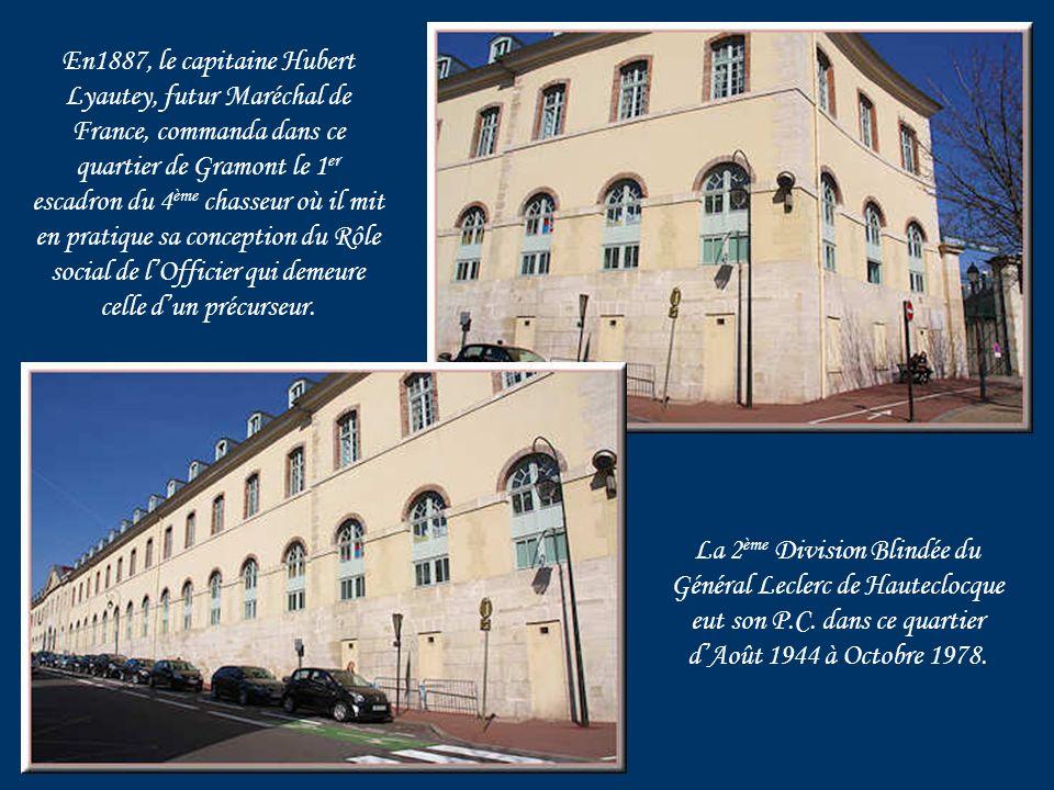 Place Royale située dans le quartier militaire de Gramont.