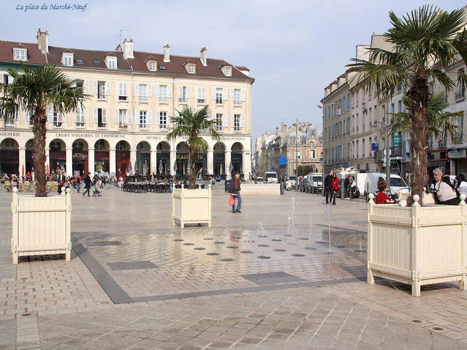 Ce second volet sur Saint-Germain Laye vous emmènera à travers la ville pour découvrir les anciens hôtels particuliers des XVIIe et XVIIIe sècles qui ont été occupés par des familles aristocratiques.