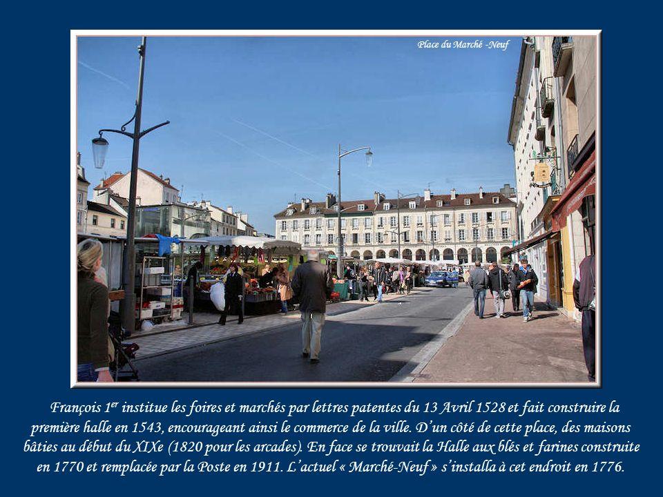François 1 er institue les foires et marchés par lettres patentes du 13 Avril 1528 et fait construire la première halle en 1543, encourageant ainsi le commerce de la ville.