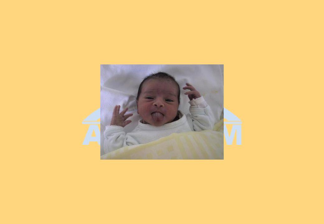 Bébé de 4 mois c) Que dit-il .(Langage et sociabilité) c) Que dit-il .