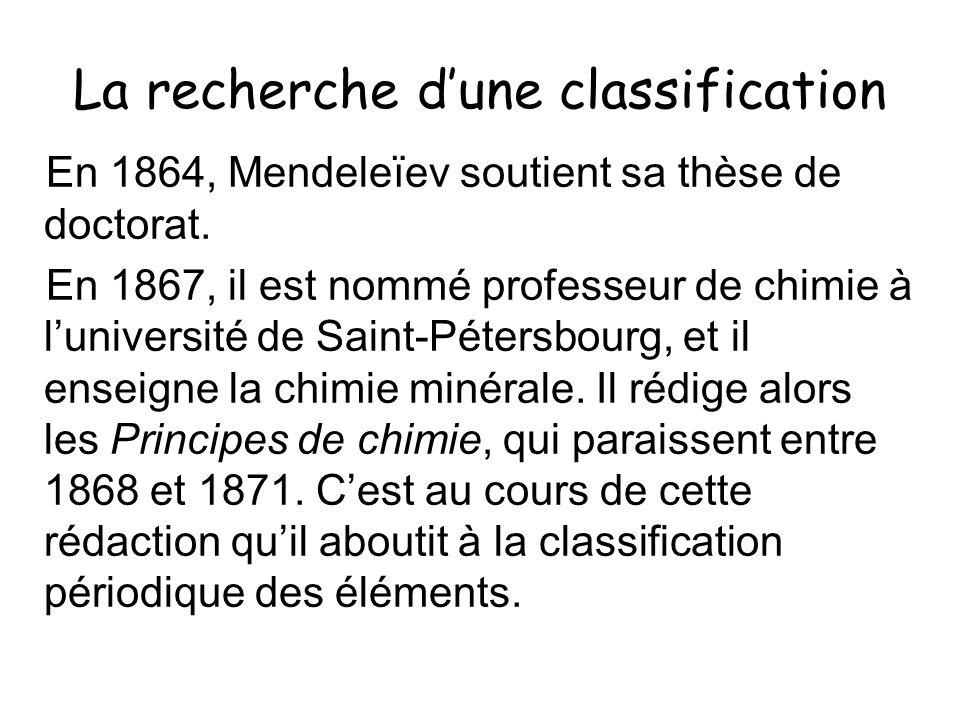 La recherche dune classification En 1864, Mendeleïev soutient sa thèse de doctorat. En 1867, il est nommé professeur de chimie à luniversité de Saint-
