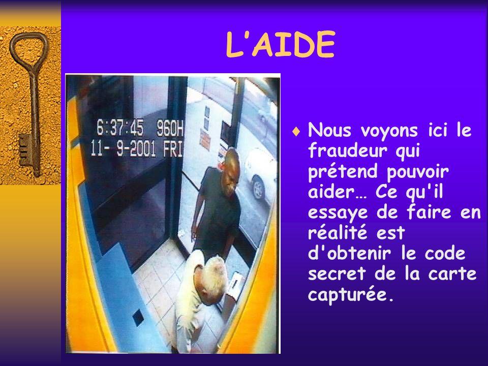 LAIDE Nous voyons ici le fraudeur qui prétend pouvoir aider… Ce qu'il essaye de faire en réalité est d'obtenir le code secret de la carte capturée.