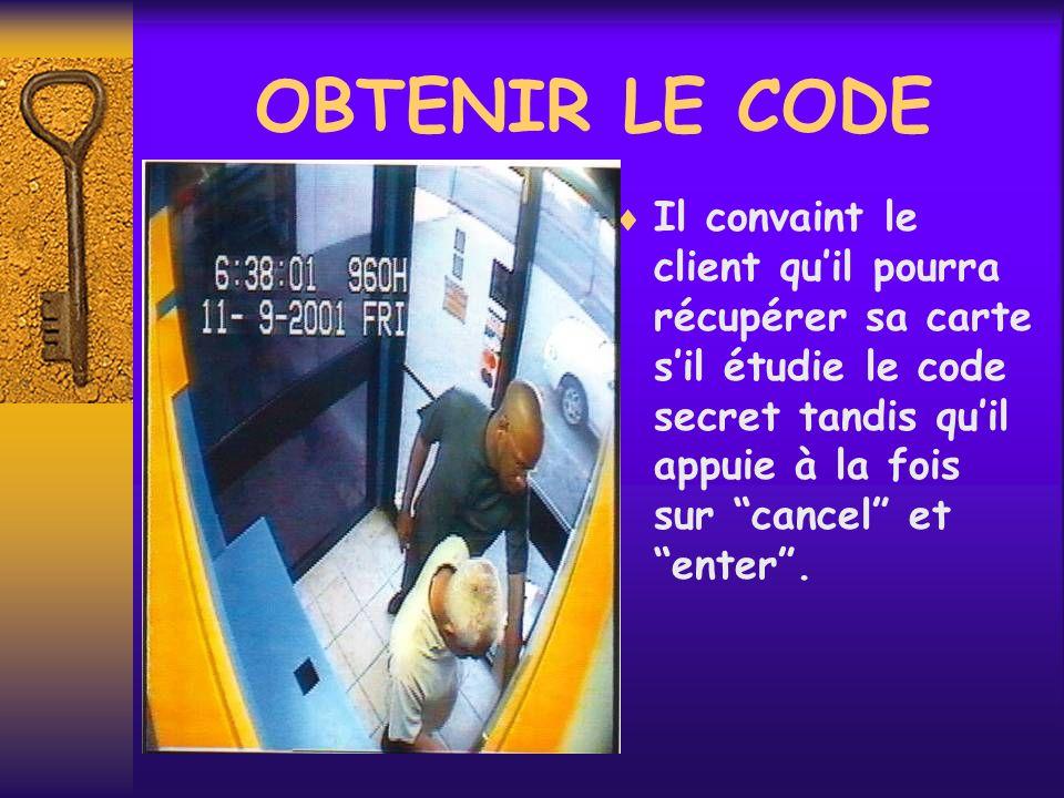 OBTENIR LE CODE Il convaint le client quil pourra récupérer sa carte sil étudie le code secret tandis quil appuie à la fois sur cancel et enter.