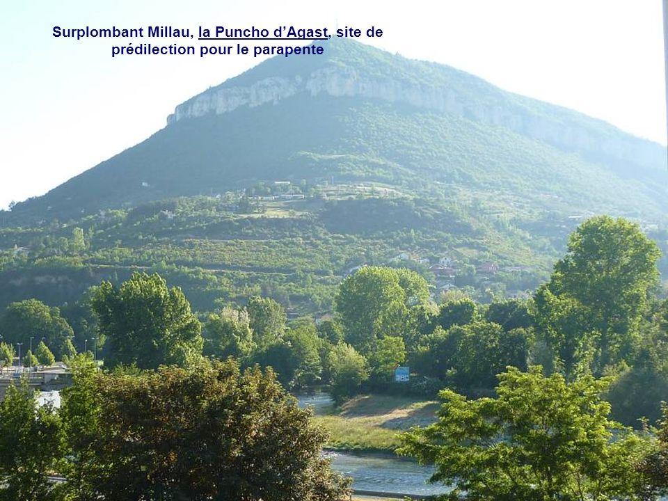 Au confluent du Tarn et de la Dourbie, MILLAU capitale des Grands Causses, son beffroi et son viaduc