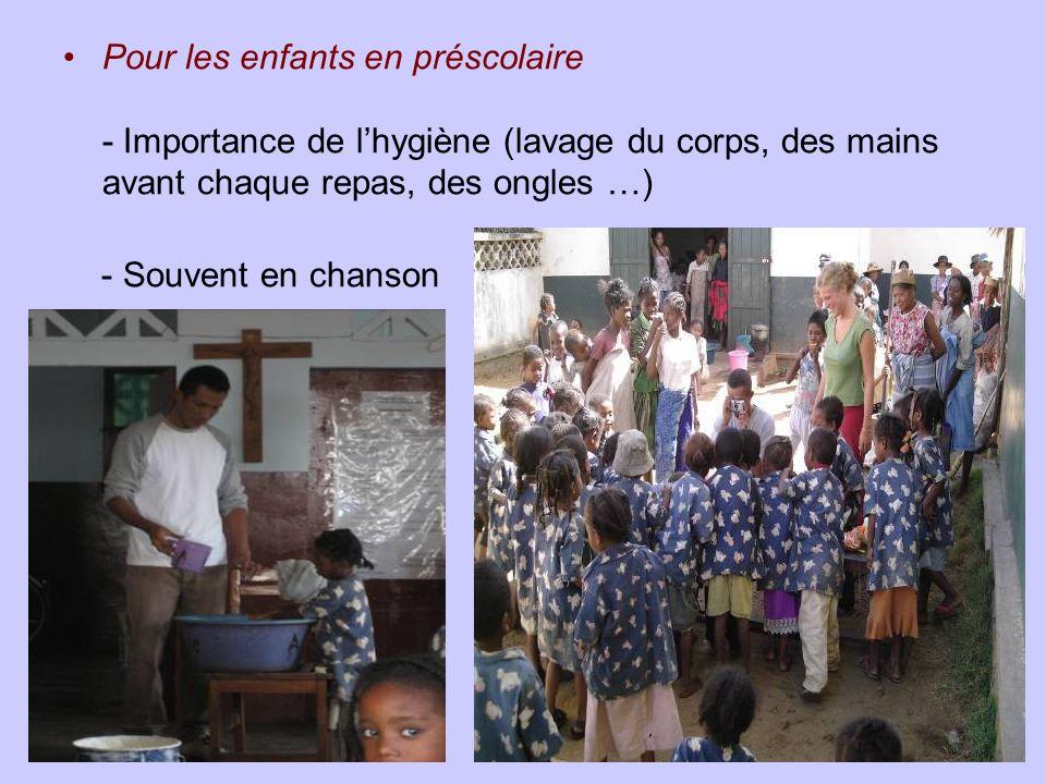 Pour les enfants en préscolaire - Importance de lhygiène (lavage du corps, des mains avant chaque repas, des ongles …) - Souvent en chanson
